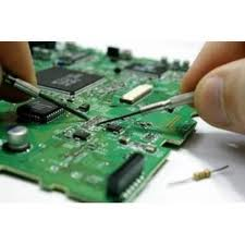 laboratorio_electronica_soldando_placa_base-donderepararportatil.com